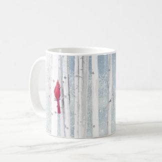 Mug Oiseau cardinal rouge dans le bel arbre de bouleau