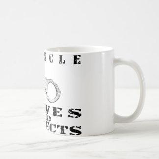 Mug Oncle Serves Protects - manchettes
