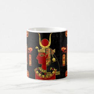 Mug Or égyptien d'ornement de Hathor et verre rouge