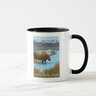 Mug Orignaux buvant au lac - parc national de glacier,