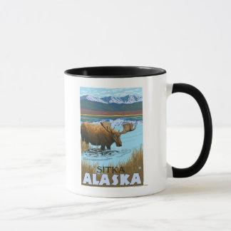 Mug Orignaux buvant au lac - Sitka, Alaska