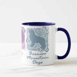 Mug Paix, amour, et chiens de montagne de Bernese en