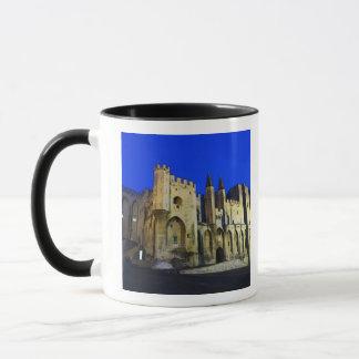 Mug Palace du pape à Avignon au coucher du soleil. 2