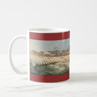 """Mug Panorama de plage de Paul McGehee """"Rehoboth -"""