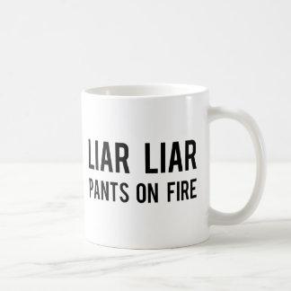 Mug Pantalon de menteur de menteur sur le feu
