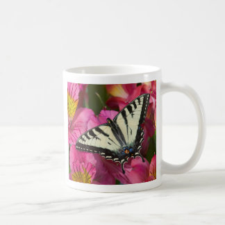 Mug Papillon de machaon sur le rose