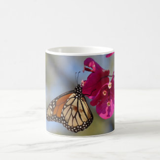 Mug Papillon de monarque sur la bouganvillée