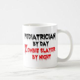 Mug Pédiatre par le tueur de zombi de jour par nuit