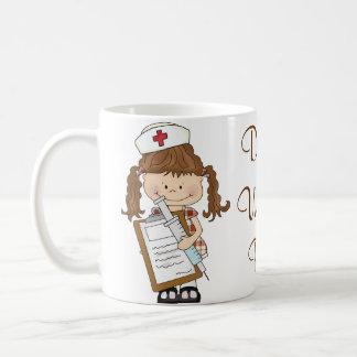 Mug Personnalisez les cadeaux d'infirmière de brune !