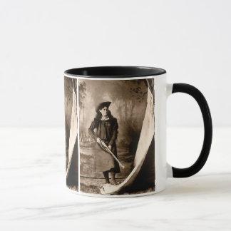 Mug Photo vintage de Mlle Annie Oakley Holding un