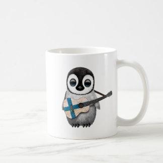 Mug Pingouin de bébé jouant la guitare finlandaise de