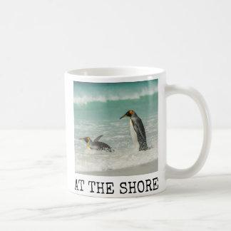 Mug Pingouins nageant sur la plage