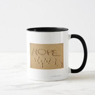 """Mug Poncez l'écriture """"espoir"""" sur la plage avec"""