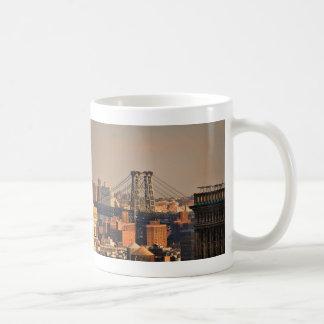 Mug Pont NYC de Williamsburg un jour nuageux