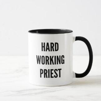 Mug Prêtre travaillant dur