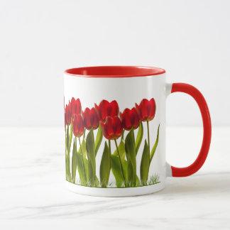 Mug Rangée des tulipes lumineuses de printemps rouge