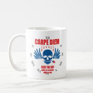 Mug Rétro Carpe vintage bleu rouge Diem. Saisissez le