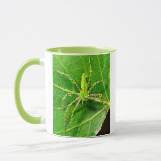 Mug Rosée sur une araignée verte de Lynx