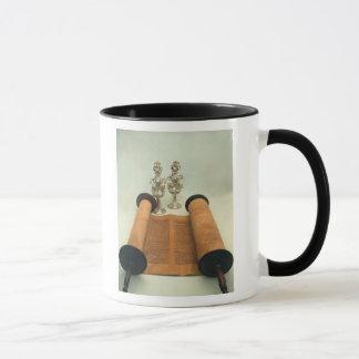 Mug Rouleau de Torah avec les finials argentés de