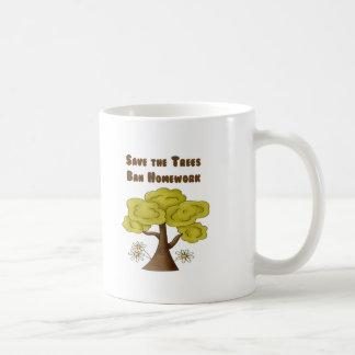 Mug Sauvez le travail d'interdiction d'arbres