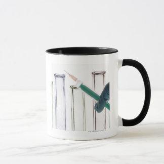 Mug Scientifique tenant la seringue
