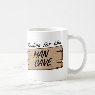 Mug Se diriger pour la caverne d'homme