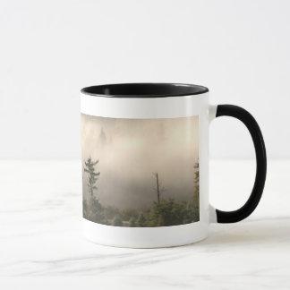 Mug Signet brumeux de pré de montagne
