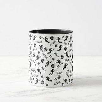 Mug Sorcière sur un balai et des pentagrammes