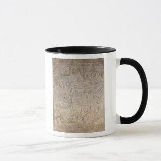 Mug Soulagement dépeignant le déchargement du bois