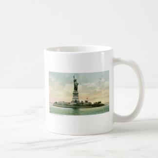 """Mug """"Statue affiche vintage de liberté"""". New York."""