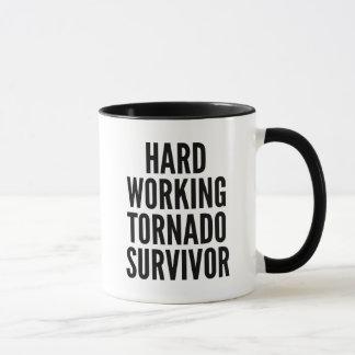 Mug Survivant travaillant dur de tornade