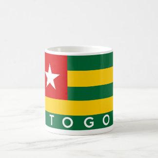 Mug texte de nom de symbole de drapeau de pays du Togo