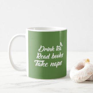 Mug Thé vert drôle - le thé de boissons a lu le livre