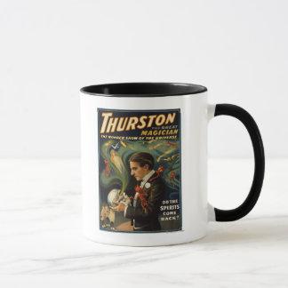 Mug Thurston le grand magicien jugeant le crâne