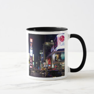 Mug Times Square la nuit à Manhattan, New York