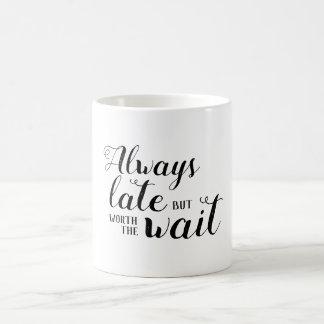 Mug Toujours tard mais en valeur l'attente
