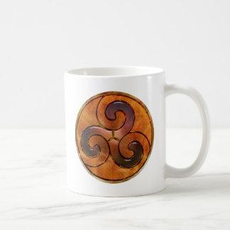 Mug triskele celtique sur l'or