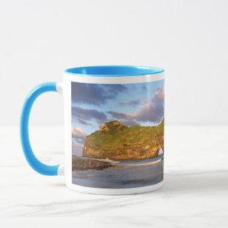 Mug Trou dans le mur sur la côte sauvage