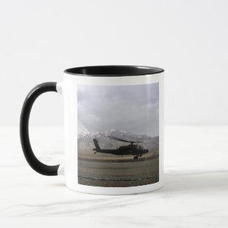 Mug Un décollage d'AH-64A Apache