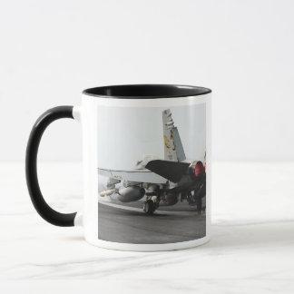 Mug Un frelon de F/A-18C lance du poste de pilotage 2