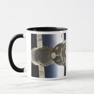 Mug Un vaisseau spatial de Soyuz backdropped par la