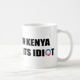 Mug Un village au Kenya manque son idiot