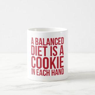 Mug Une alimentation équilibrée est un biscuit dans
