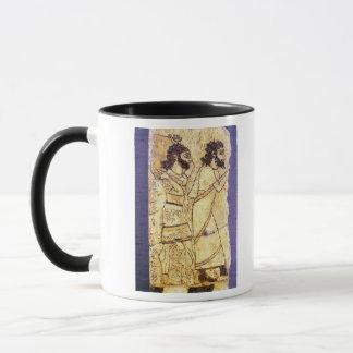 Mug Une plaque dépeignant la marche de deux hommes