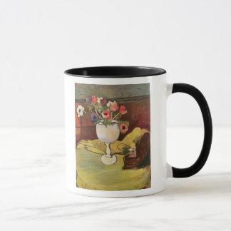 Mug Vase de fleurs, anémones dans un verre blanc