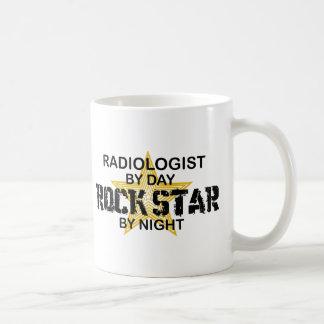 Mug Vedette du rock de radiologue par nuit