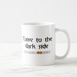 Mug Venez au côté en noir - nous prenons des biscuits