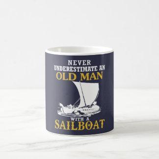 Mug Vieil homme avec un voilier