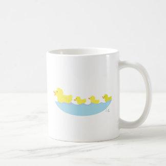 Mug vilain petit canard dans un étang