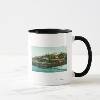 Mug Vue aérienne des cottages et de la plage à La